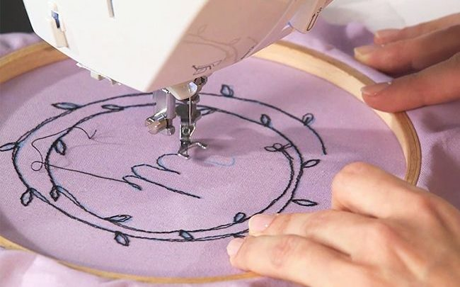 Come ricamare un nome con la macchina da cucire
